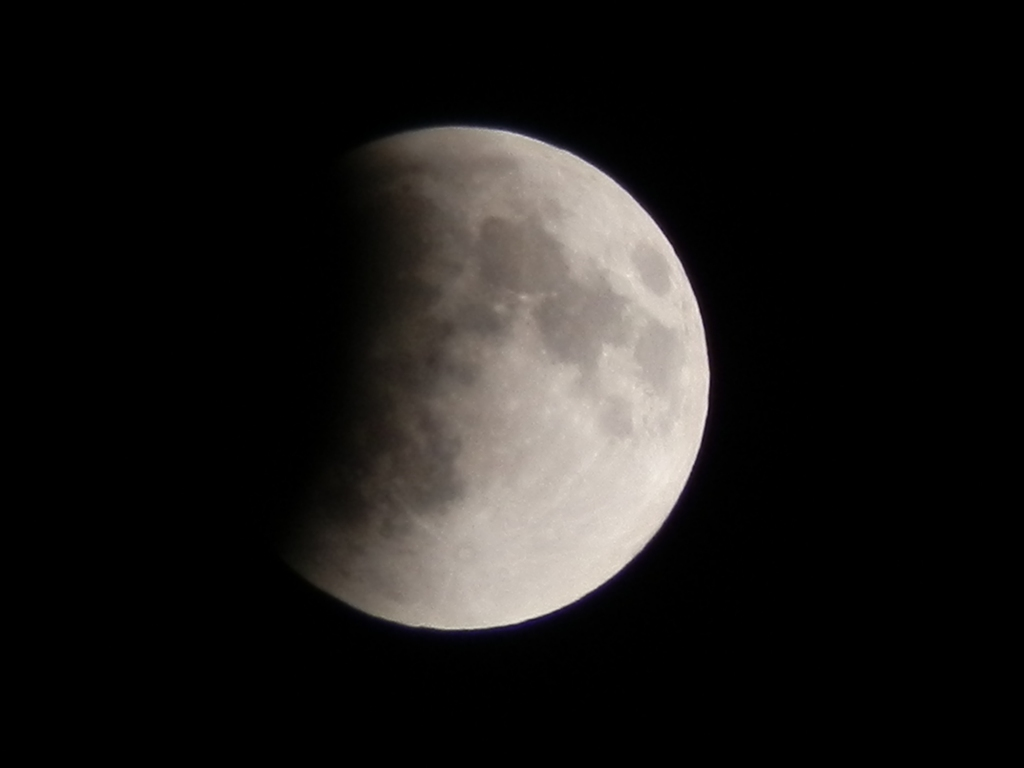 20111210 22:02eclipse of the moon