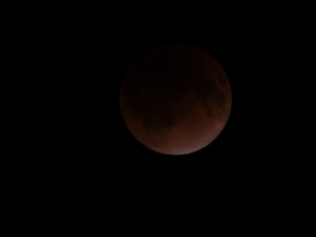 20111210 23:20eclipse of the moon